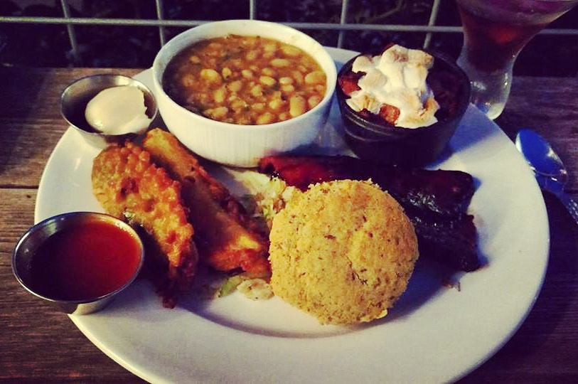 The Southern Plate - vegan comfort food and my favorite vegan dish in all of Dallas : southern plate macaroni and cheese - pezcame.com